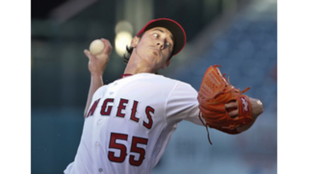 Lincecum arrives at Rangers' camp for physical