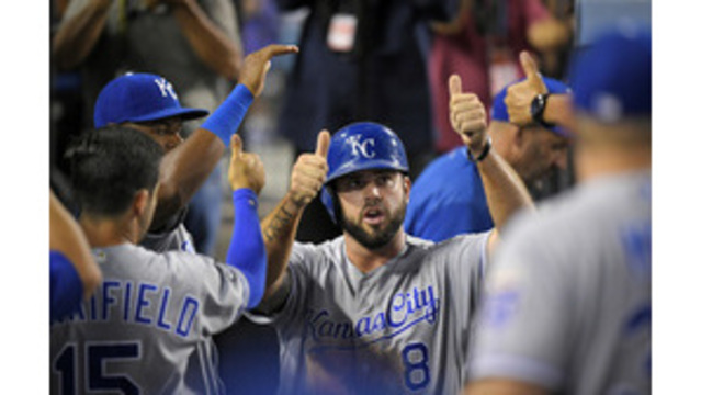 AP source: Moustakas, Royals agree to $6.5M, 1-year contract