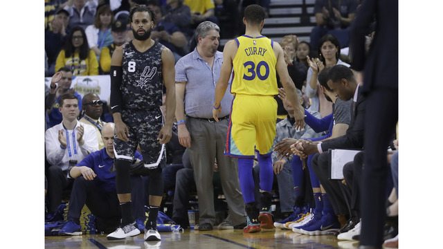 After Curry goes down, Durant rallies Warriors past Spurs
