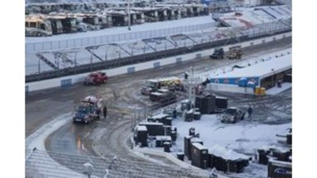 Martinsville races postponed until Monday