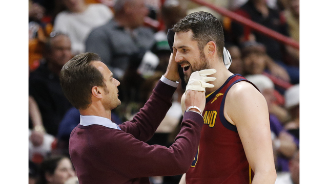 Kevin Love exits after taking elbow to his face, monitored for concussion