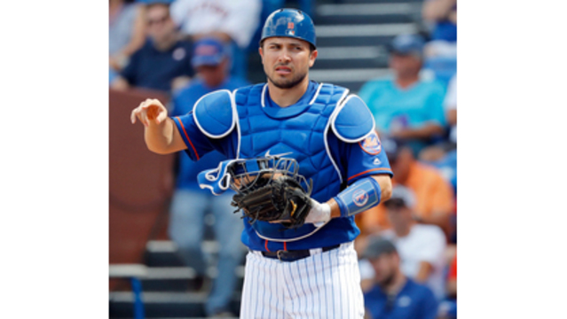Mets C d'Arnaud tears elbow ligament