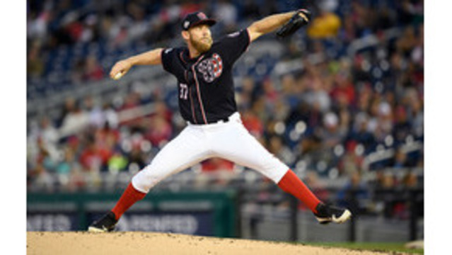 D-backs LHP Ray exits with oblique injury
