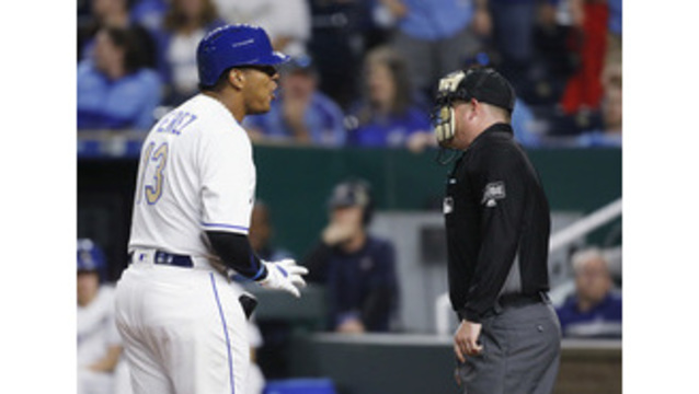 Royals split double-header with White Sox