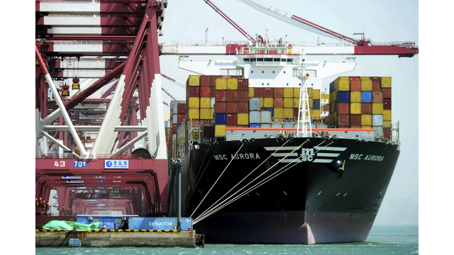 US, Chinese officials try to head off trade war