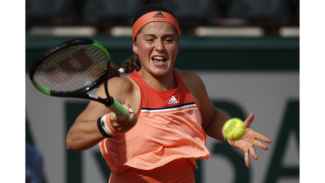 Azarenka loses in 1st round at French Open