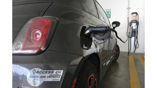 Bill to expand electric vehicle, hydrogen fuel cell tax credits