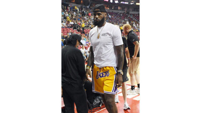 872bf60f271 James  Lakers face Warriors on Christmas