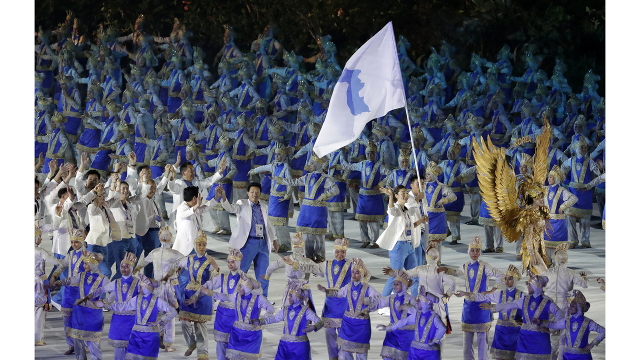 Unified Koreas athletes cheered at Asian Games spectacular