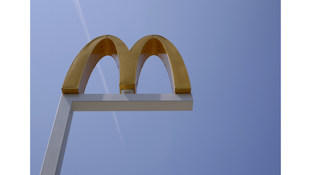 Bartonville McDonald's robbed by man with hammer