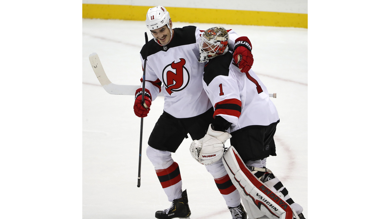 brand new 1b7b6 03cec Boyle's hat trick helps Devils defeat Penguins