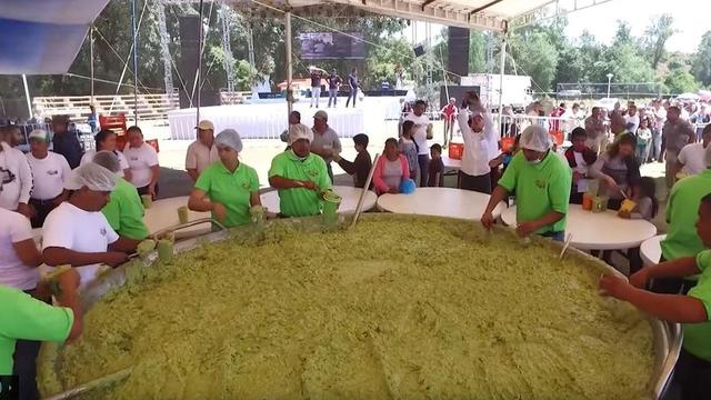 Mexico Breaks the World Record for Largest Serving of Guacamole