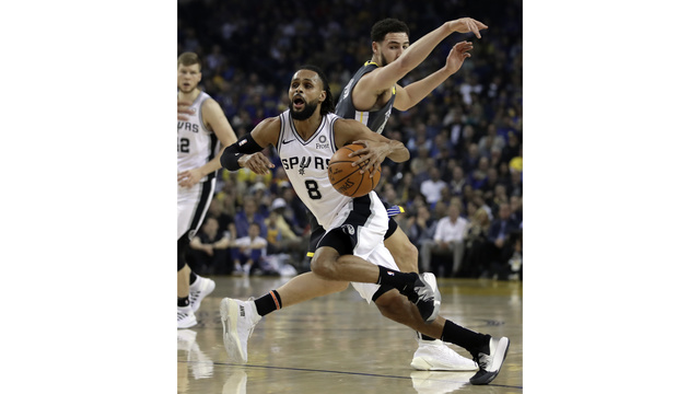3e1ac6728c1 Thompson, Warriors come out shooting, run past Spurs 141-102