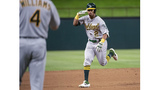A's extend Davis for 2 years, $33.75M