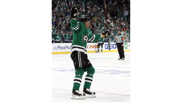 Stars even series with 5-1 win over Predators after 4 in 1st
