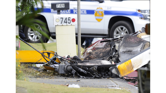 Official: 3 dead in helicopter crash in Honolulu suburb