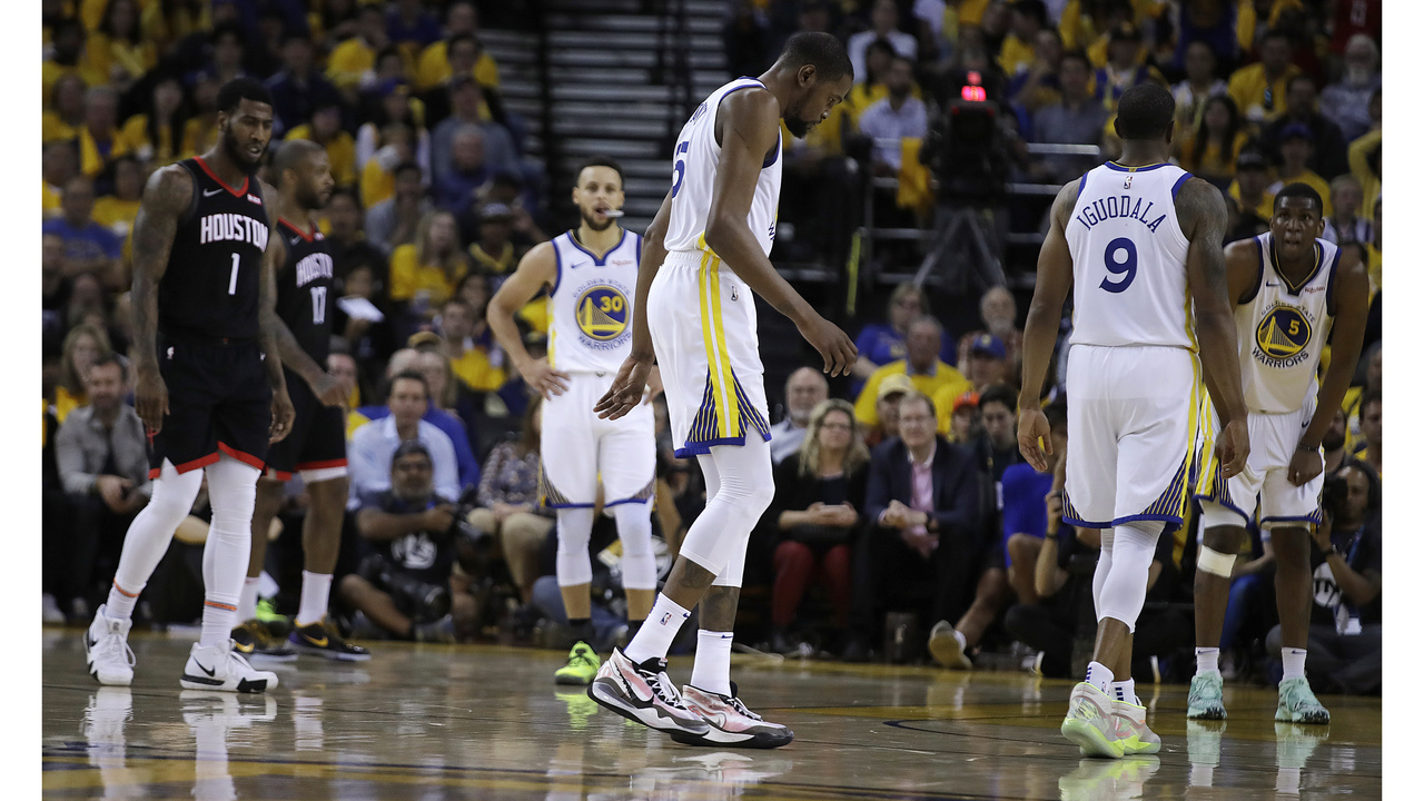 22ce3bfcabc Warriors star Kevin Durant leaves with calf injury