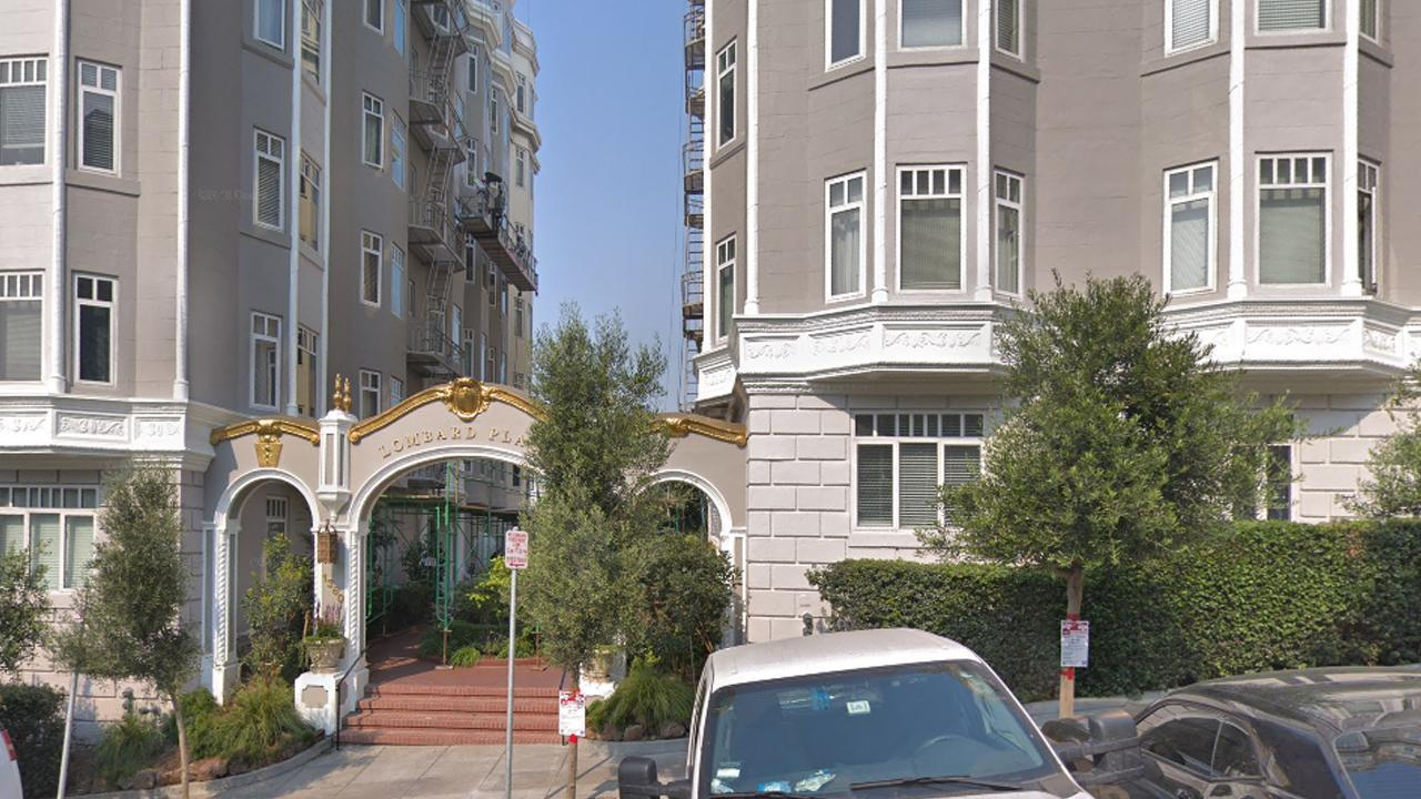 Elizabeth Holmes Moves Out Of San Francisco Apartment Where Inside Edition Tracked Her Down